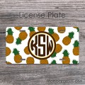 Monogrammed pineapples pattern hawaiian style license plate